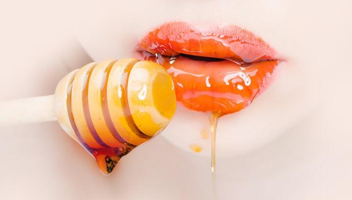 Cách dưỡng ẩm môi bằng mật ong và những lưu ý khi áp dụng