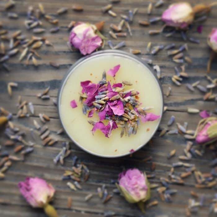 Nước hoa khô là gì? Cách làm nước hoa khô tại nhà