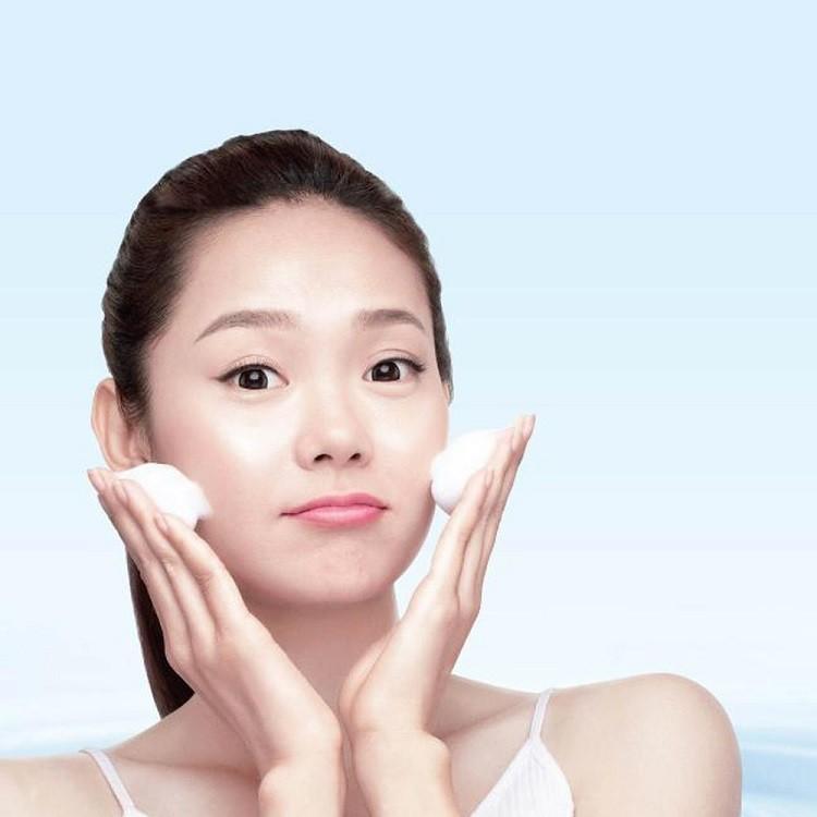 Làm sạch và cân bằng độ ẩm cho da
