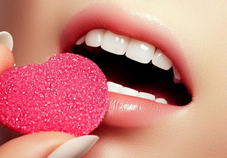 Tẩy da chết trên môi