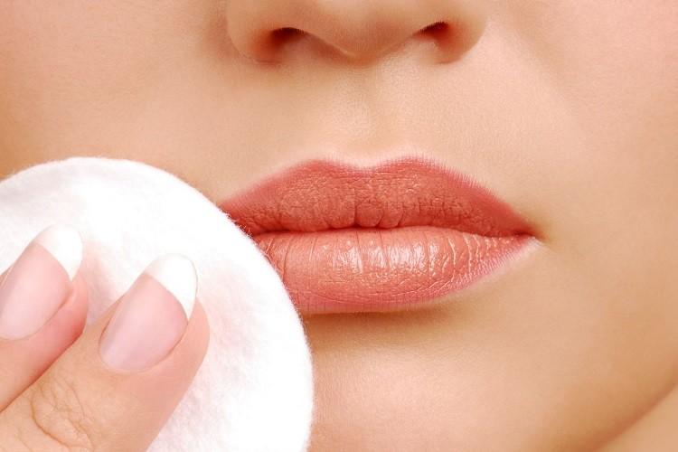 Nếu không biết cách tẩy trang môi đúng cách