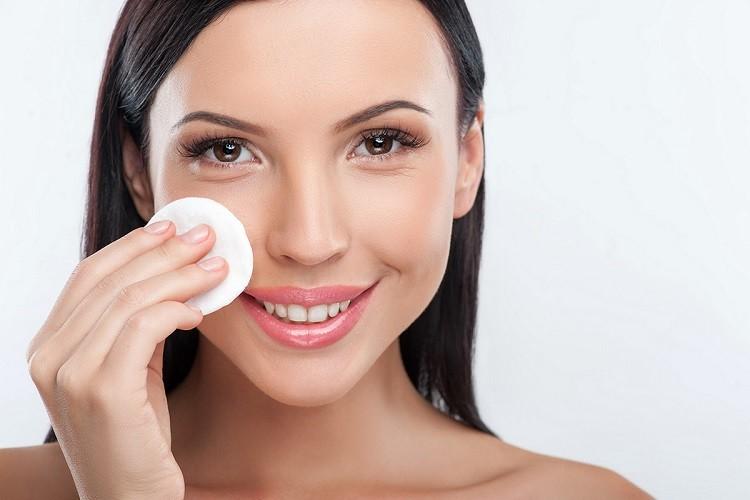 Toner hay bắt nguồn từ Hàn Quốc là một sản phẩm dưỡng da với nhiều loại chiết xuất khác nhau