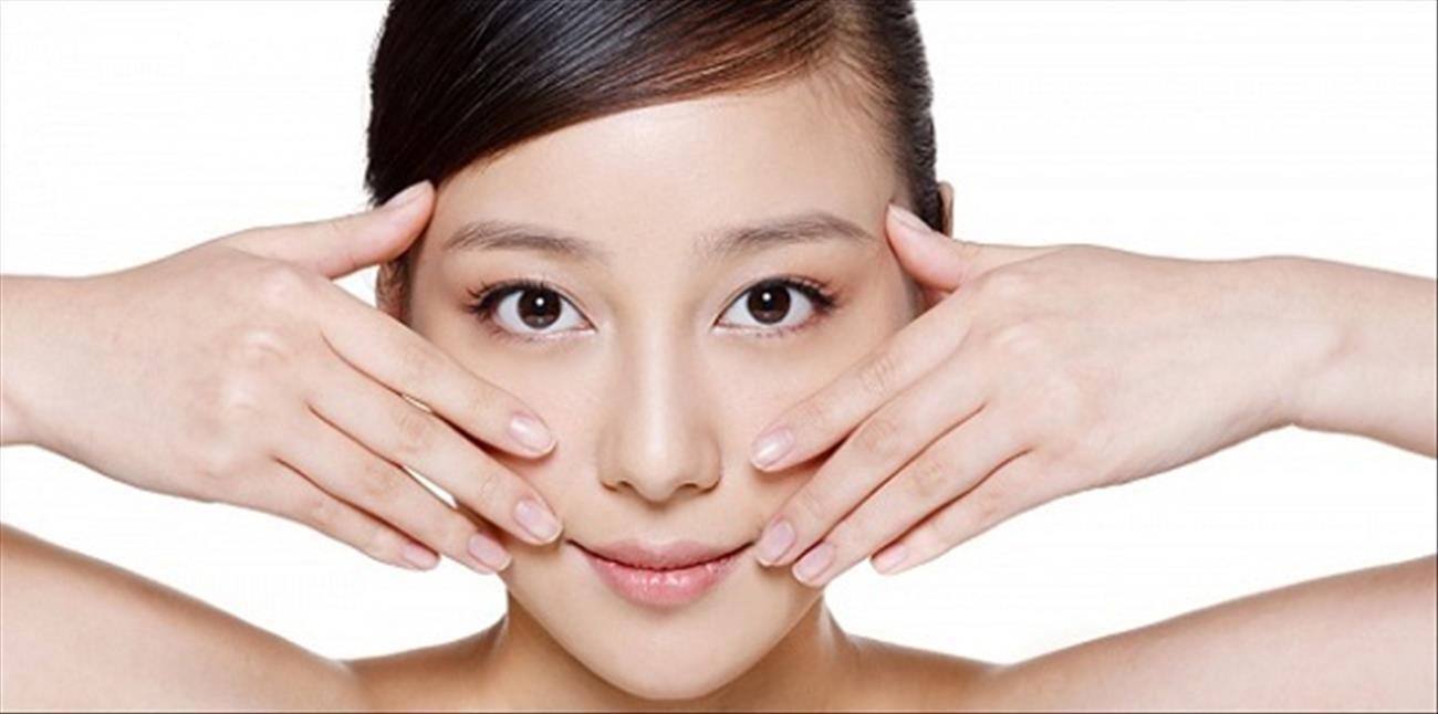 Massage mặt giúp làn da