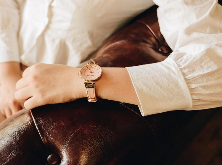 Đồng hồ dây da hồng Anne Klein 10/9168PEPE