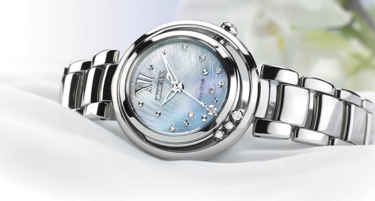 Chất liệu để tạo nên những chiếc đồng hồ là thép không gỉ hoặc titanium