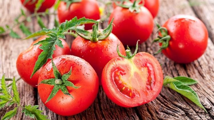 Trị quầng thâm bằng cà chua
