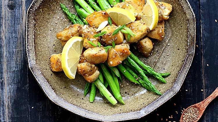 Măng tây và thịt gà