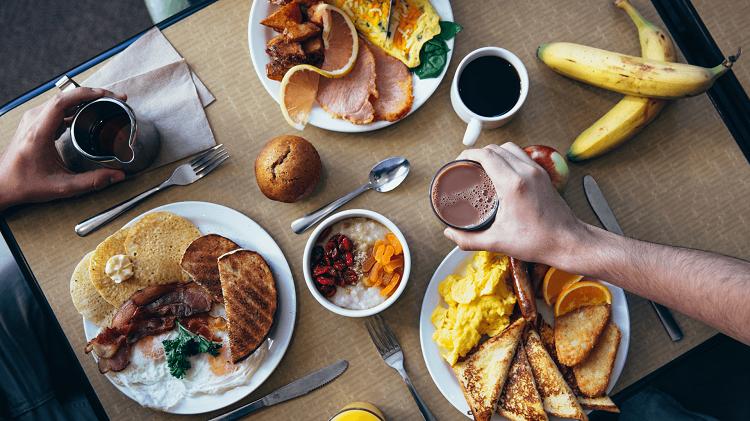 Ăn đầy đầy đủ 3 bữa chính trong ngày