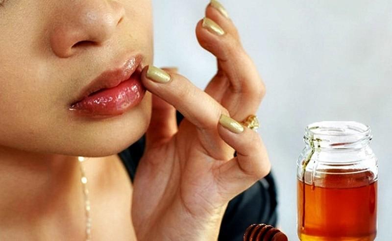 dưỡng ẩm môi bằng mật ong, mặt nạ dưỡng ẩm bằng mật ong, cách dưỡng ẩm môi bằng mật ong, mặt nạ dưỡng ẩm với mật ong, dưỡng ẩm cho da bằng mật ong, cách dưỡng ẩm cho da bằng mật ong